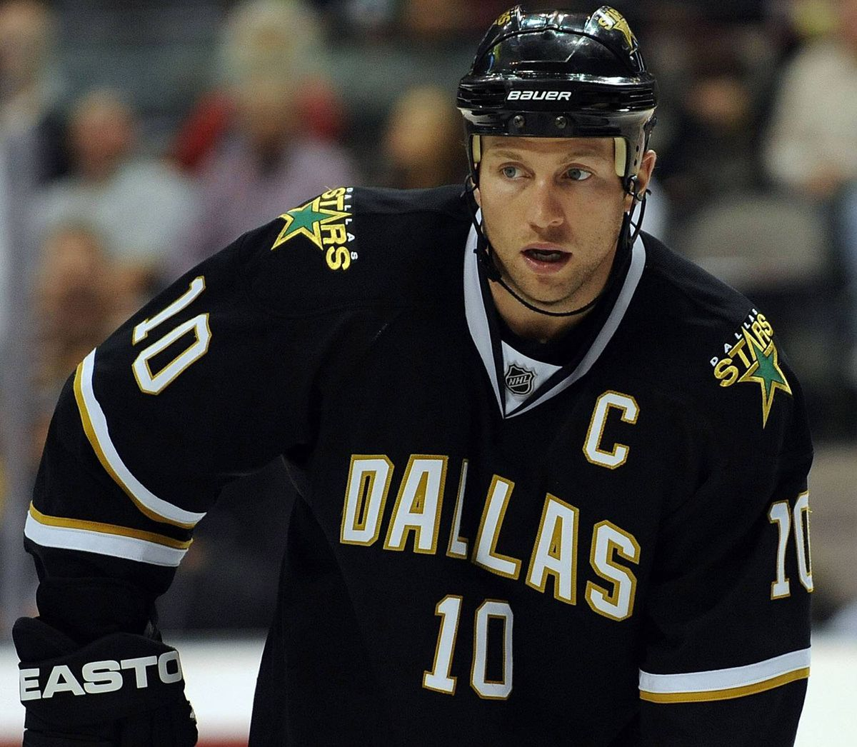Center Brenden Morrow #10 of the Dallas Stars on November 19, 2009 in Dallas, Texas. (Photo by Ronald Martinez/Getty Images)