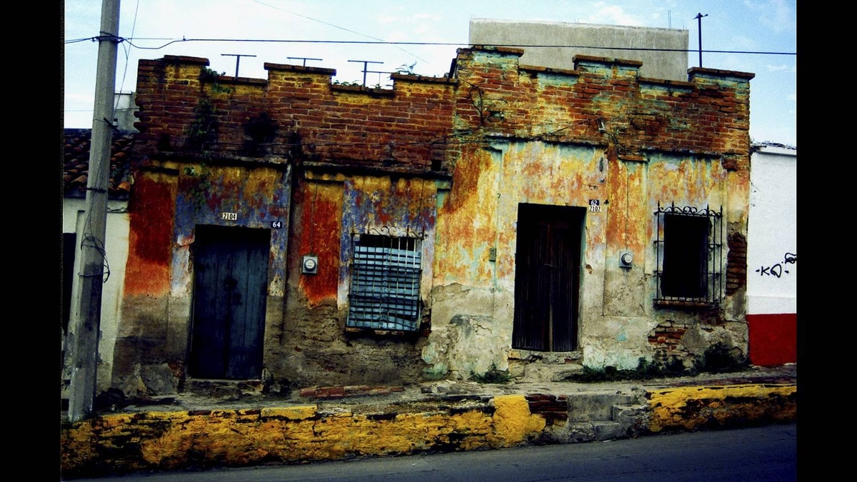 Lee Gunderson photo: 1650 era Mexican architecture, still in use - This old building done with adobe brick sits in Old Mazatlan. Still in use, it promises to last another 100 years, well, we hope so.