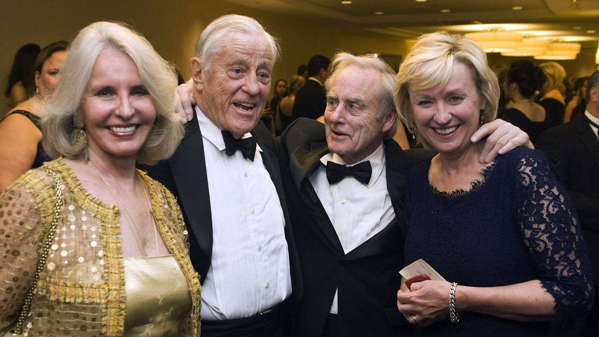 From left to right, writer Sally Quinn, her husband, former executive editor of the Washington Post Ben Bradlee, former editor of the Sunday Times Harold Evans and his wife, Daily Beast and Newsweek Editor-in-Chief Tina Brown at the White House Correspondents' Association dinner in Washington, D.C., U.S., on Saturday, April 28, 2012.