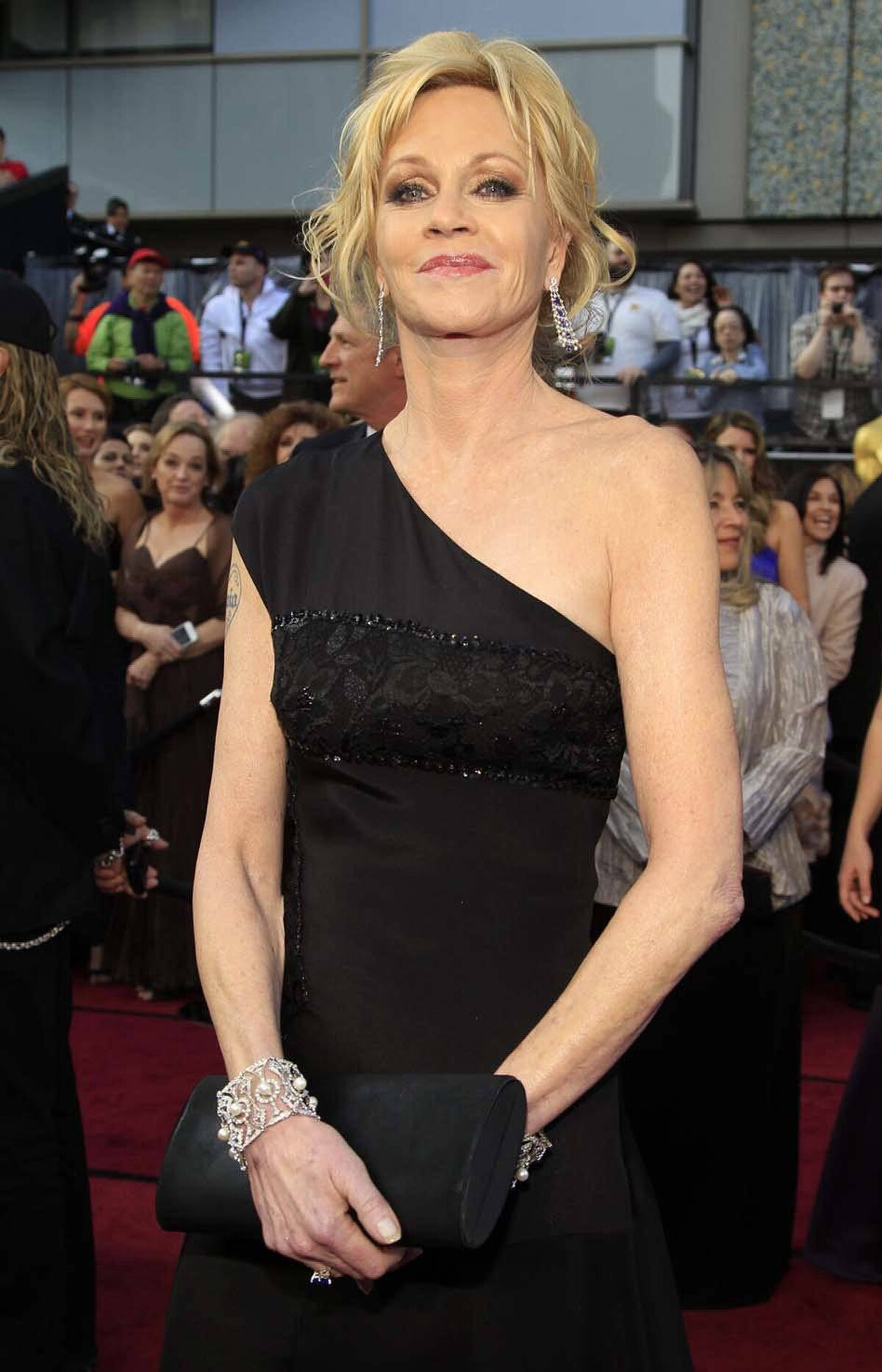 Melanie Griffith is standing by herself and proud of it! On the red carpet at the Oscars on Sunday.