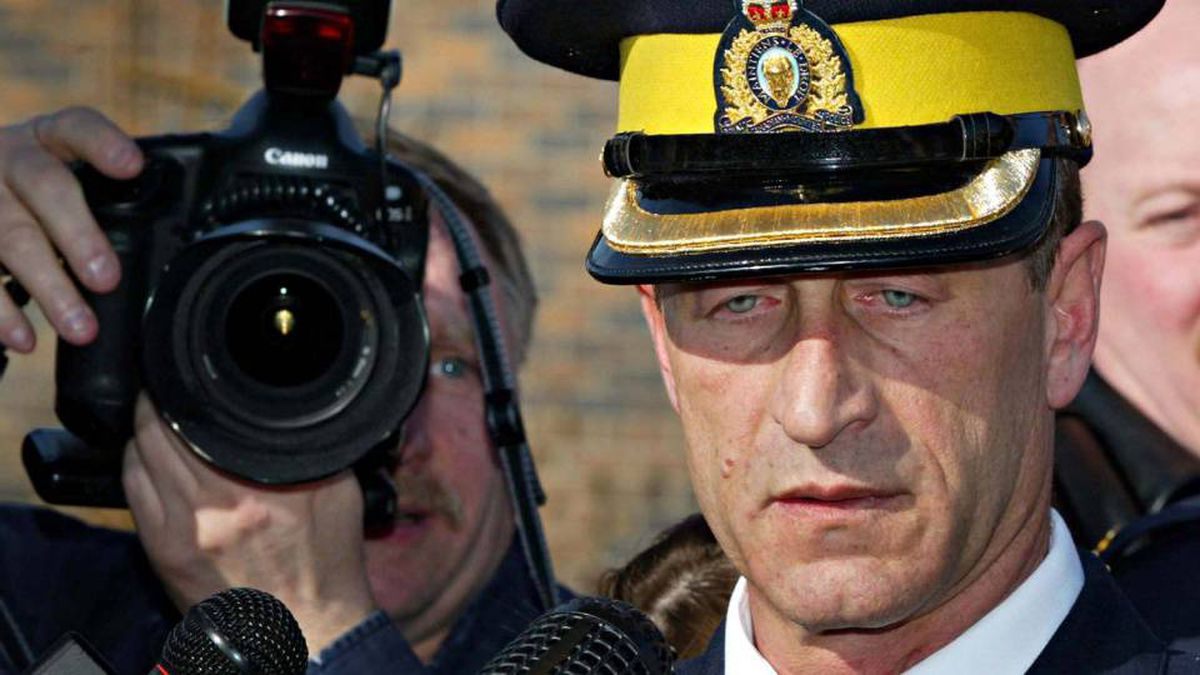 Superintendent Marty Cheliak speaks to reporters outside the RCMP detachment in Mayerthorpe, Alta., on March 4, 2005.