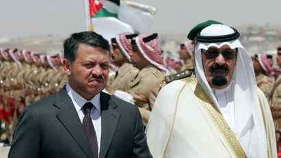 Saudi King Abdullah bin Abdul Aziz al-Saud (R) reviews the honour guard with Jordanian King Abdullah II (L) at Maraka airport in the Jordanian capital Amman, 28 June 2007.