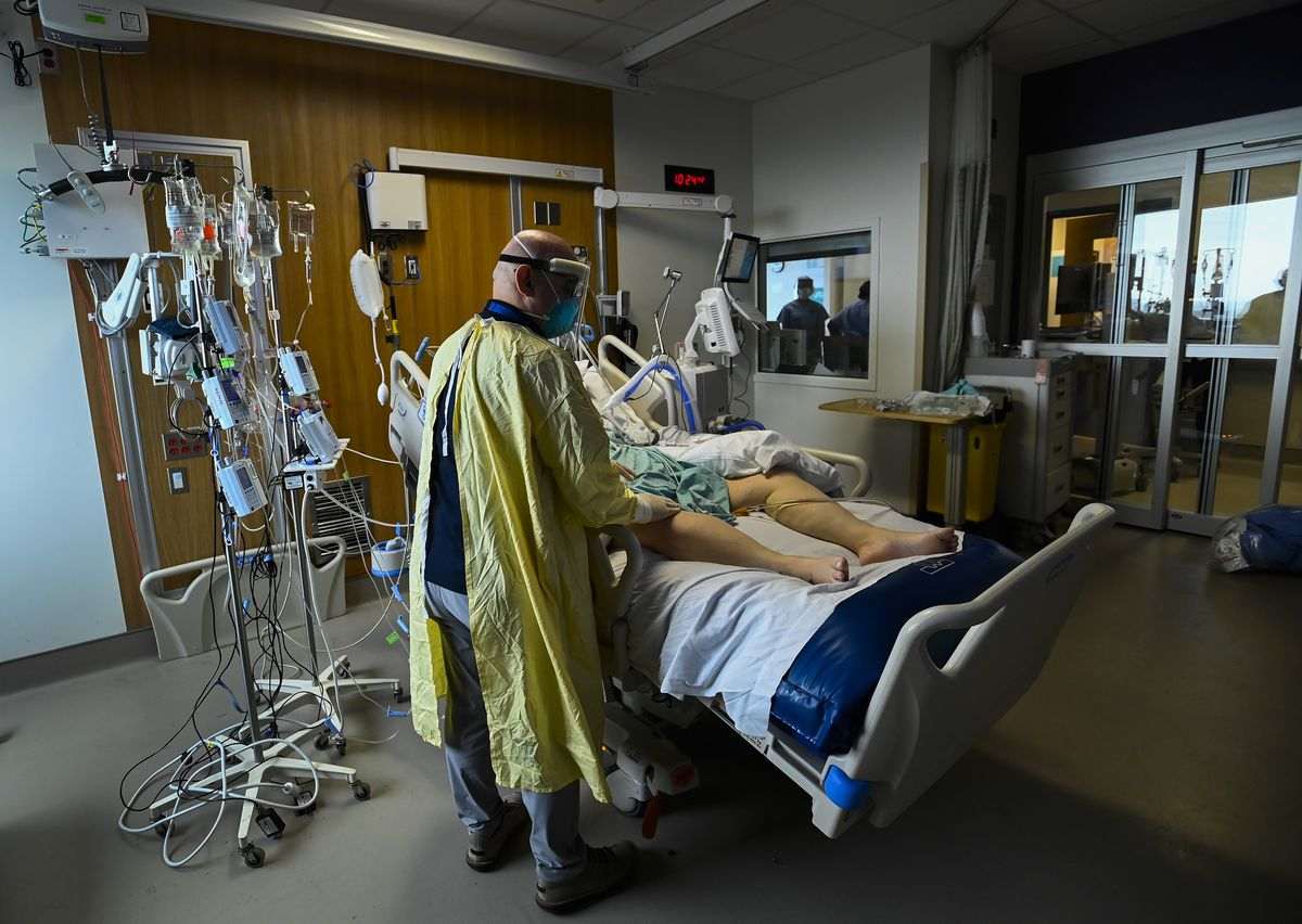 Ontario modelling warns of more than 15,000 daily cases, overwhelmed ICUs