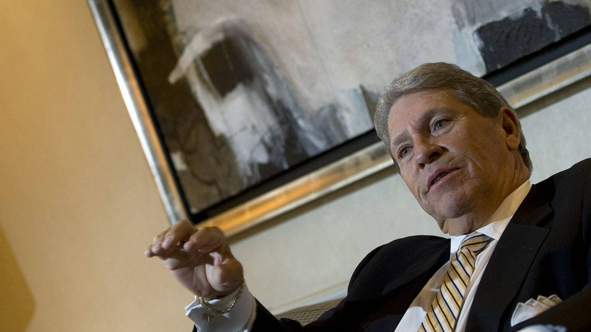 Hunter Harrison, former CEO of Canadian National Railway, began his career scrambling under trains in Tennessee to oil wheel gears and led a widely admired turnaround of the railway from 2003 to 2009.