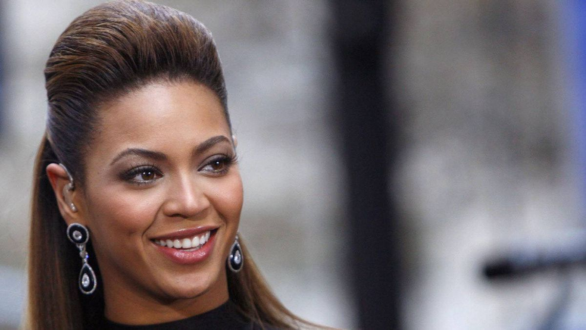 """Singer Beyonce Knowles performs on NBC's """"Today"""" show in New York Nov. 26, 2008."""