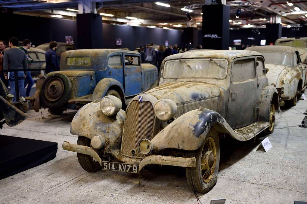 Decayed vintage cars up for auction in Paris
