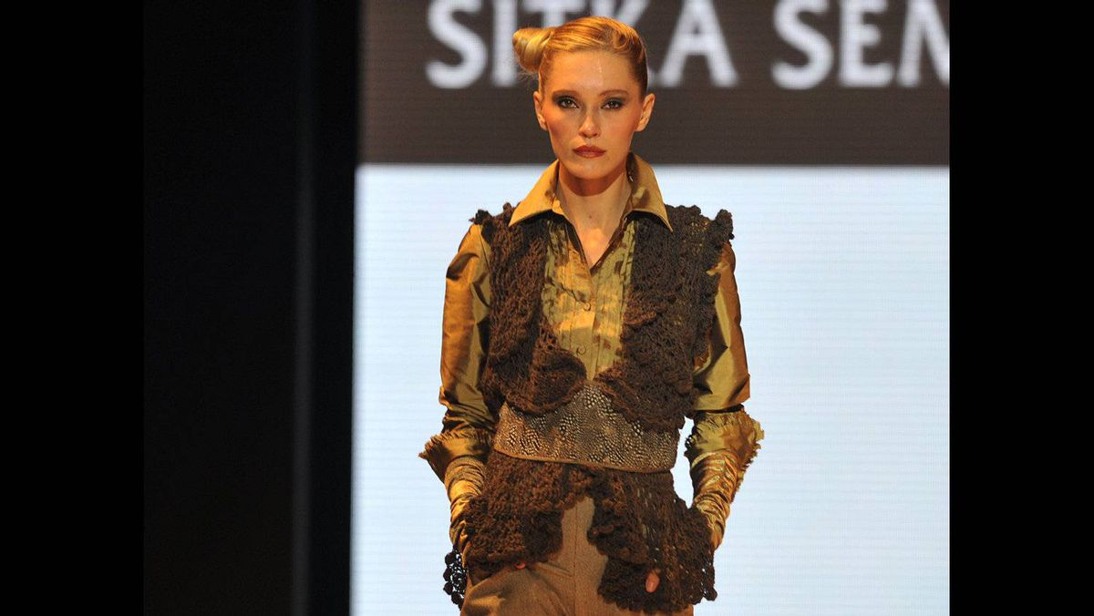 A model wears an outfit by Peruvian clothes designer Sitka Semch during the opening day of the Lima Fashion Week and Peru Moda 2011 on April 27.