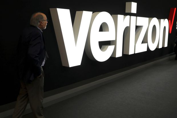 Verizon pulls 2020 revenue view as lockdowns result in wireless subscriber loss