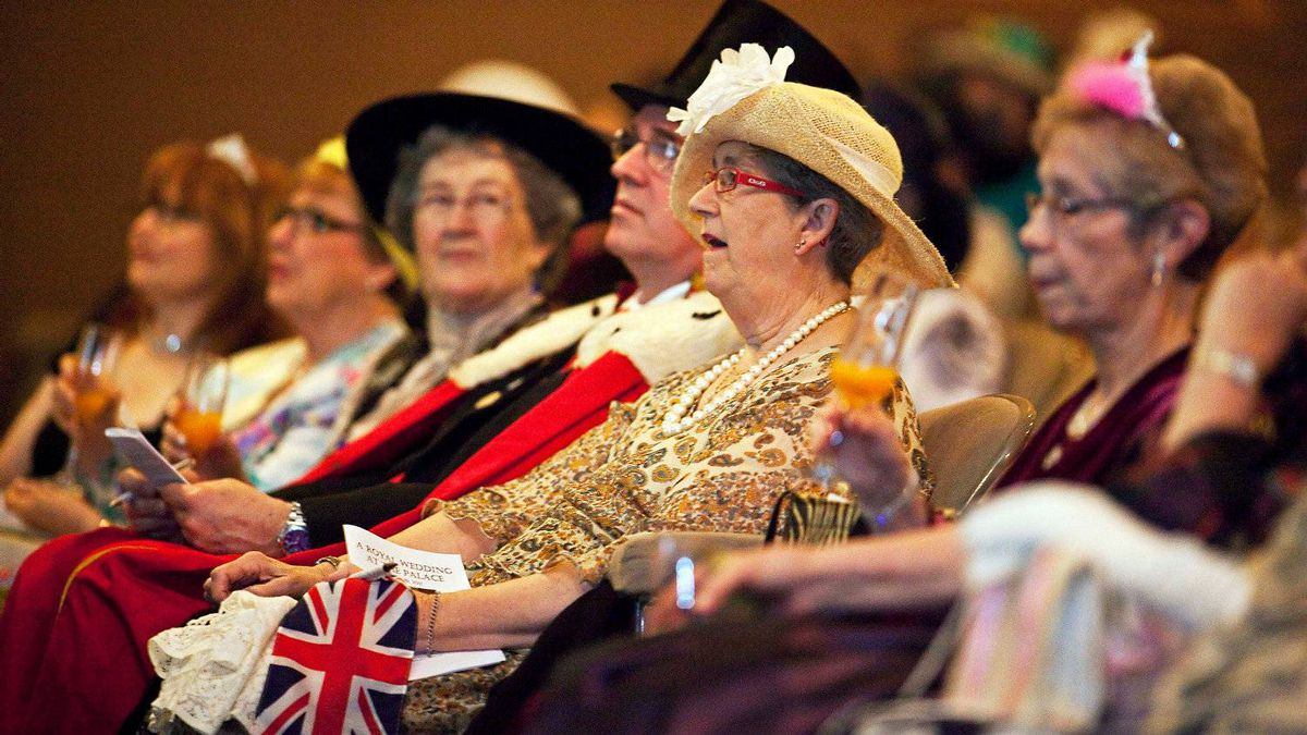 Hundreds of people gather to watch the wedding of Britain's Prince William and Catherine Middleton on a big screen at the Palace Theatre in Ontario on April 29, 2011.