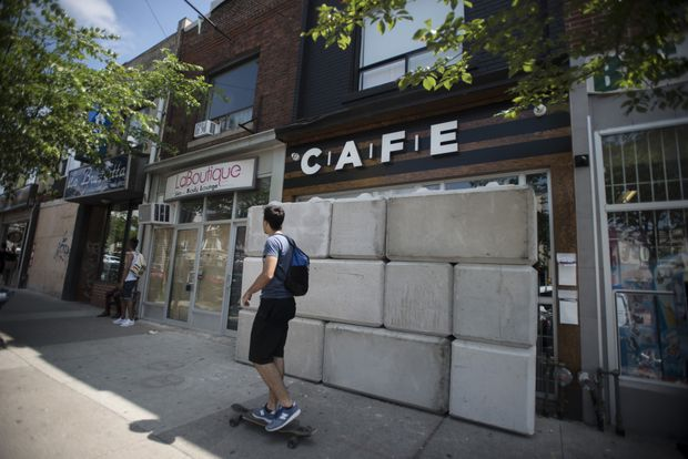 Illegal cannabis dispensaries barricaded as Toronto struggles to