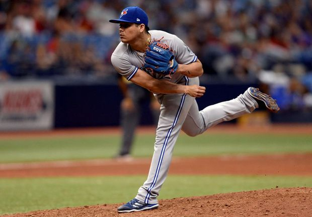 Blue Jays trade Roberto Osuna to Astros for Giles, pitchers