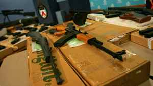 Toronto police show off guns seized in a 2005 raid.