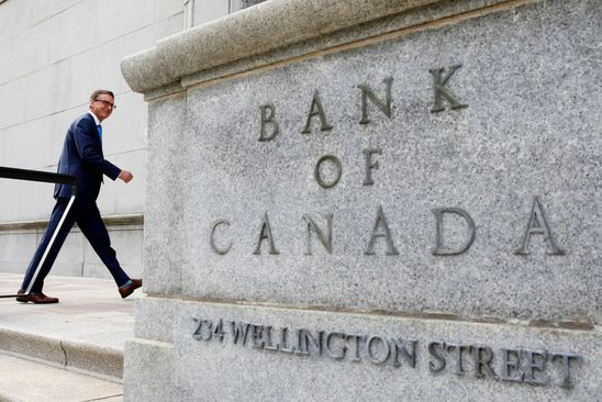 Bank of Canada pledges to keep rates low through recovery; forecasts economy shrinking 7.8% this year