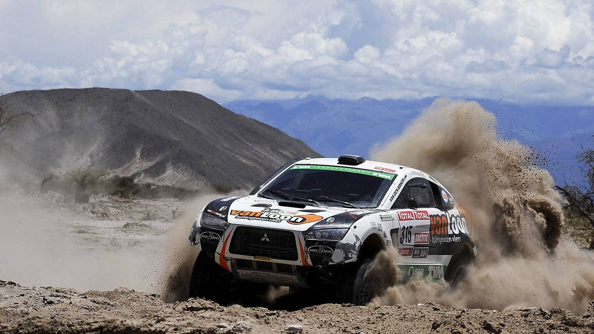 Mitsubishi's driver Erik Van Loon and co-driver Harmen Scholtalbers, both from The Netherlands, compete in the fifth stage of the 2012 Argentina-Chile-Peru Dakar Rally between Chilecito and Fiambala in Argentina, Thursday,Jan. 5, 2012.