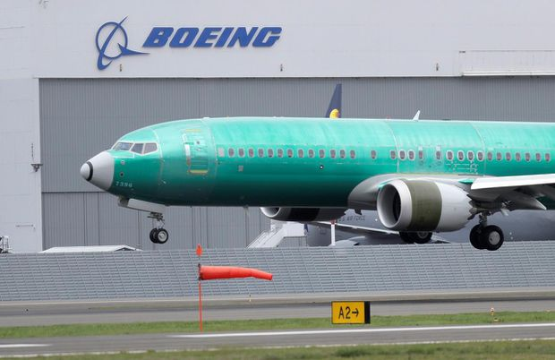 Boeing abandons 2019 outlook as profits fall after 737 Max groundings