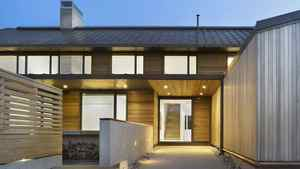 The finished house is barn-like in form, with 4,650 square feet of floor space and an expansive two-storey living room that stretches all the way up to the roof. The windows have crisp copper frames and the roof is made of copper, which shimmers in the sunlight.