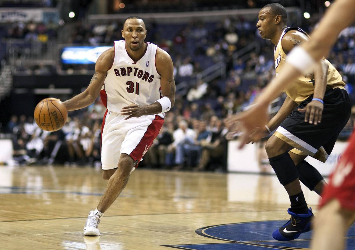 Toronto Raptors forward Shawn Marion drives with the ball against the Washington Wizards Caron Butler during their NBA basketball game in Washington, DC, Monday night.