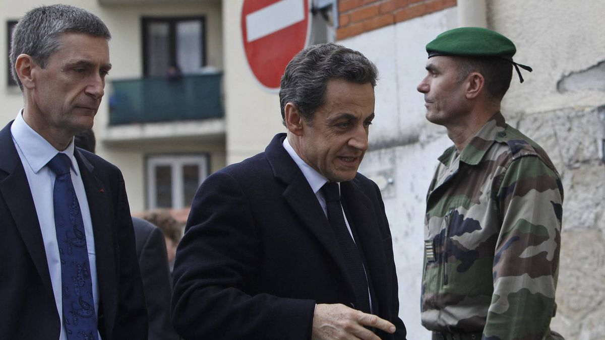 France's President Nicolas Sarkozy, center, flanked with Paris Prosecutor Francois Molins, left, arrive to meet soldiers and Police officers close to the apartment building where a suspect in the shooting at the Ozar Hatorah Jewish school is barricaded in Toulouse, Southern France, Wednesday, March 21, 2012