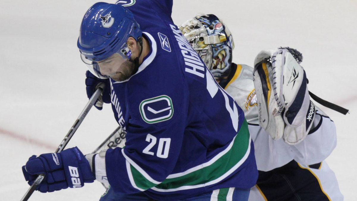 The Vancouver Canucks have extended the contract of Chris Higgins. (John Lehmann/The Globe and Mail)