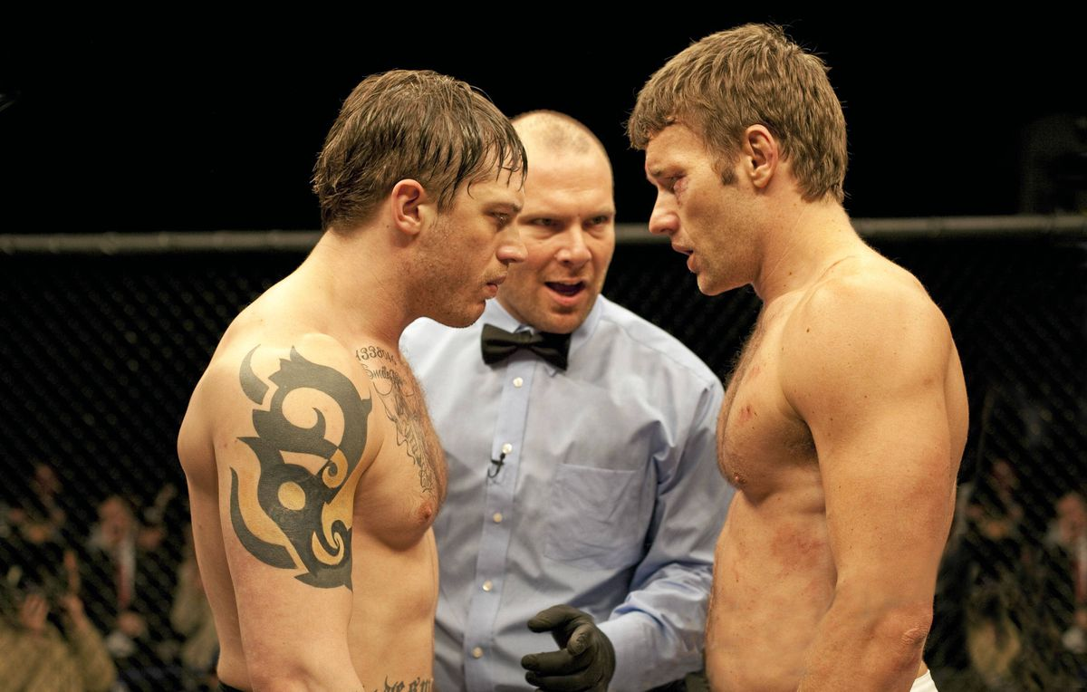 Tommy (Tom Hardy, left) and Brendan (Joel Edgerton, right) in Warrior