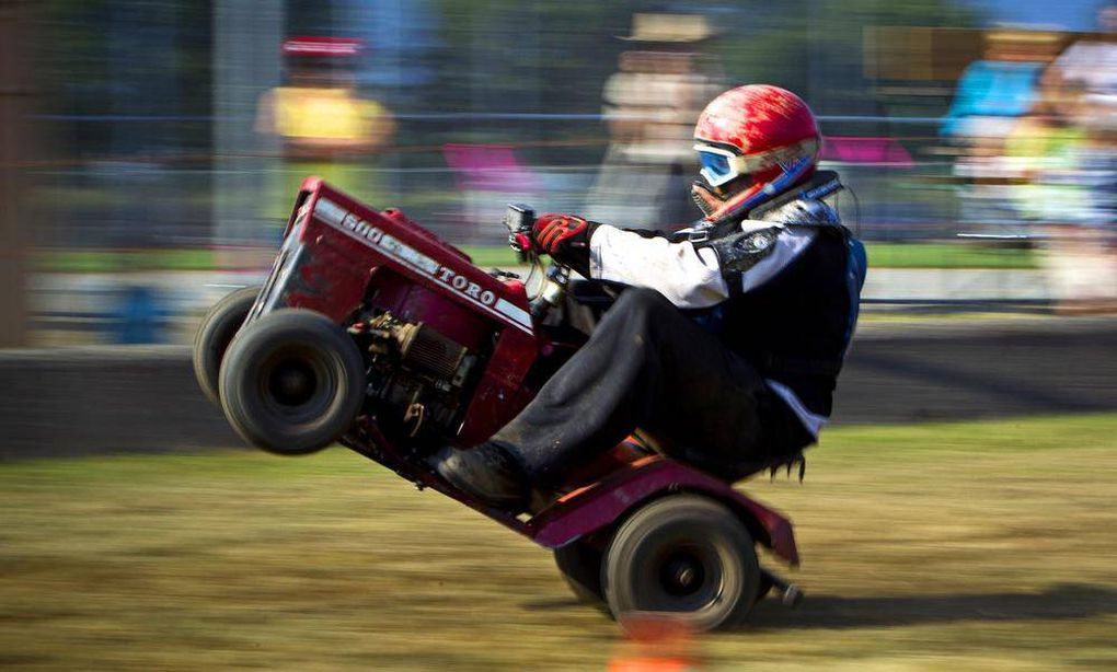 Lawn Mower Racing >> In Pictures Racing Lawn Mowers At The Agassiz Fall Fair