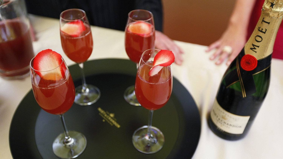 Strawberry champagne cocktails. Yum.