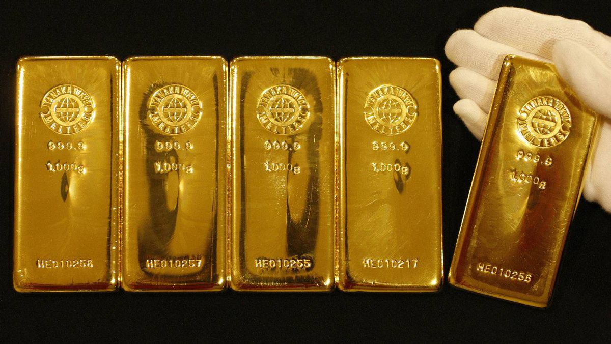 In August 2011 gold set a new record, reaching $1,800 an ounce. It had closed at $1,482.30 just weeks before at the beginning of July. Gold bars are displayed during a photo opportunity at the Ginza Tanaka store in Tokyo, in this Sept. 7, 2009 file picture.