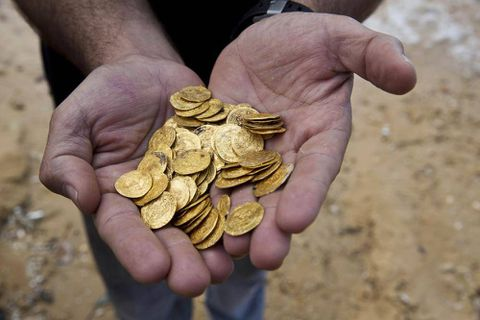 Israel's largest-ever cache of medieval gold coins found by amateur divers