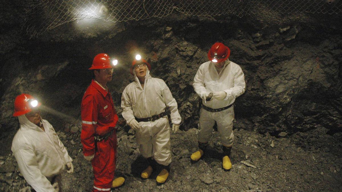 Mongolian workers are seen at 551 meters below the surface of the earth while sinking an exploration shaft at the Oyu Tolgoi copper-gold project in southern Mongolia's Khanbogd soum, in this October 21, 2006 file picture.
