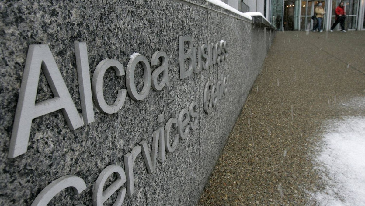 Reflecting the outlook for earnings season, expectations have tumbled for Alcoa, with analysts reducing their consensus estimate for profit from 7 cents a share to a loss of 1 cent a share.