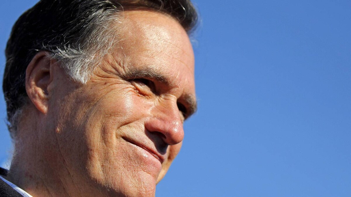 Republican presidential candidate, former Massachusetts Governor Mitt Romney campaigns at a rally in Manchester, New Hampshire December 3, 2011.