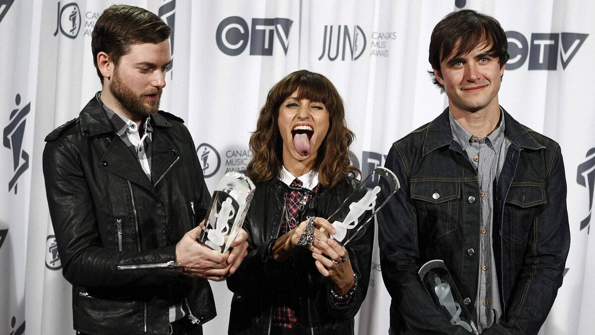 Electronic band Dragonette pose after winning the Dance Recording of the Year during the 41st Juno Awards in Ottawa April 1, 2012.