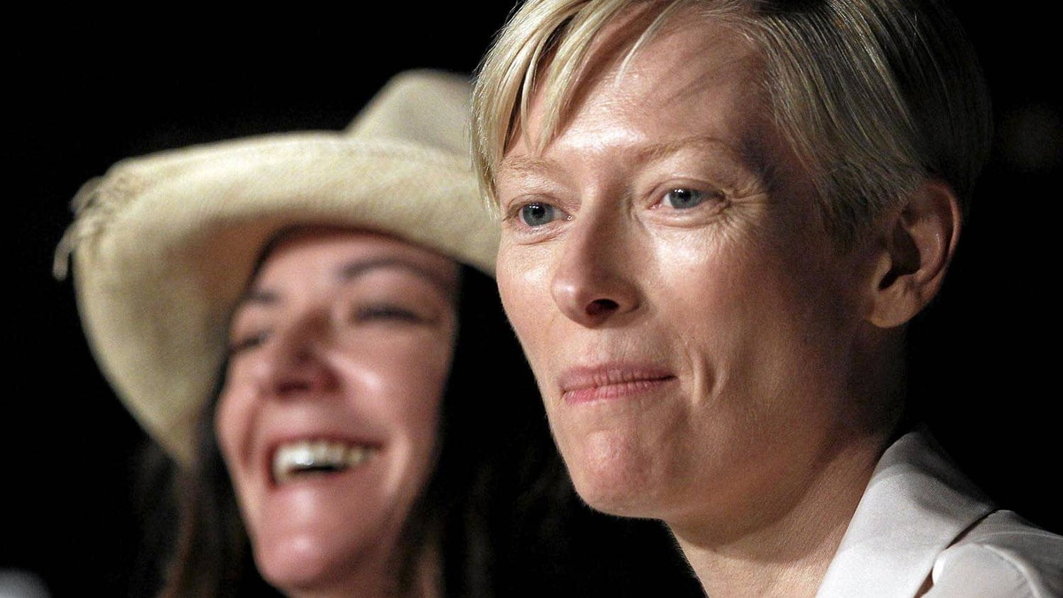 Director Lynne Ramsay (L) and cast member Tilda Swinton attend a news conference for the film We Need To Talk About Kevin, in competition at the Cannes Film Festival, May 12, 2011.