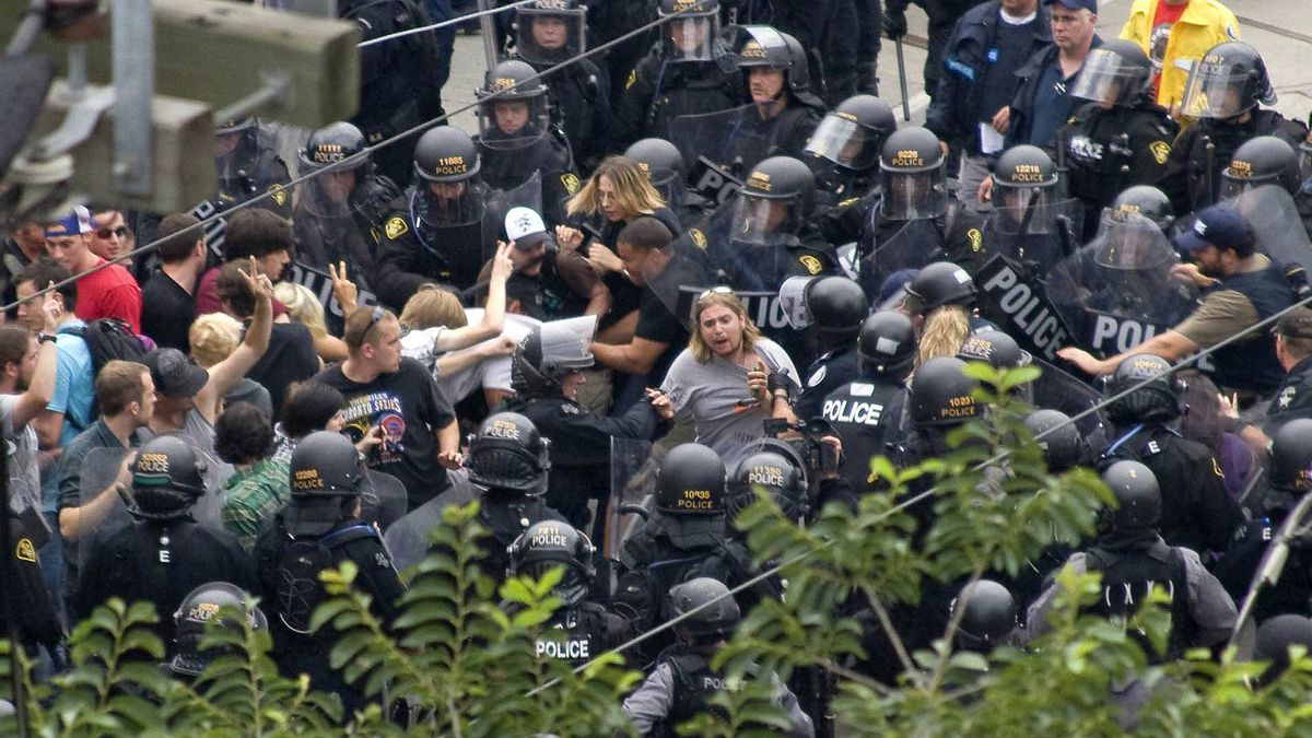 Police kettle protesters and uninvolved bystanders during the G20 summit in Toronto in 2010.