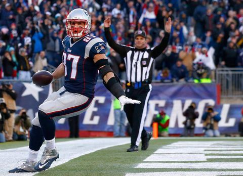 Patriots sink Dolphins to clinch AFC East