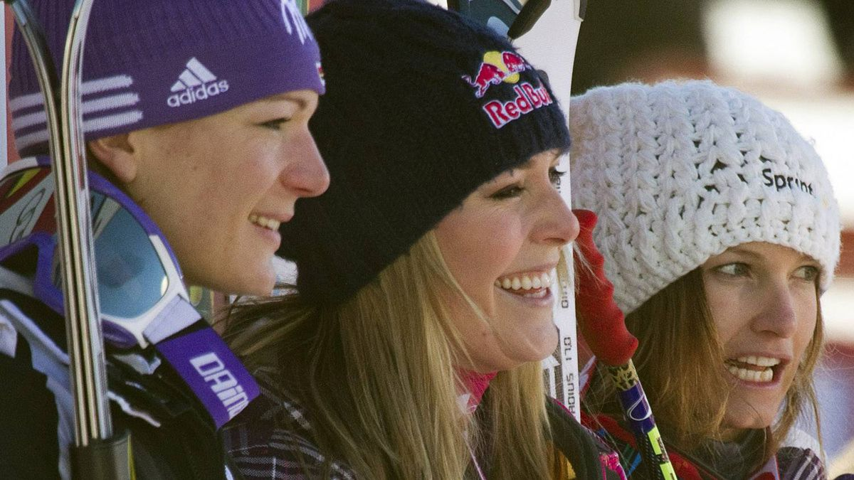 First-placed Lindsey Vonn (C) of the U.S. is flanked by her compatriot Julia Mancuso (R) in third place and Maria Riesch of Germany in second place during alpine skiing at the women's World Super G in Lake Louise, Alberta December 5, 2010. REUTERS/Andy Clark