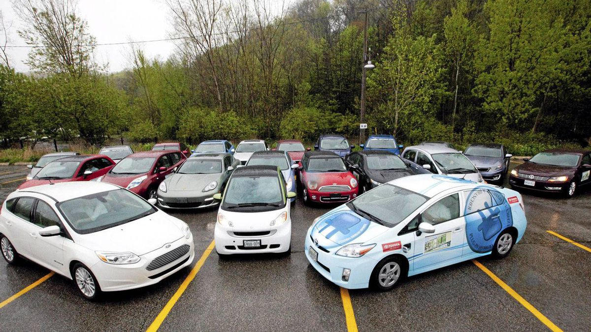 The cars line up for AJAC's Eco-Run.