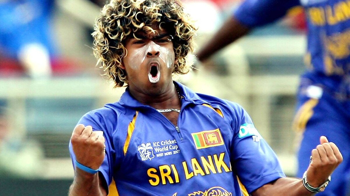 Sri Lankan bowler Lasith Malinga celebrates after dismissing New Zealand's captain Stephen Fleming during the ICC World Cup 2007 semi-final match between New Zealand and Sri Lanka at the Sabian Park Cricket Stadium in Kingston, 24 April 2007. New Zealand scored 53-2 at the end of 15 overs as they chase Sri Lanka's 289-5. Getty Images/Jewel SAMAD