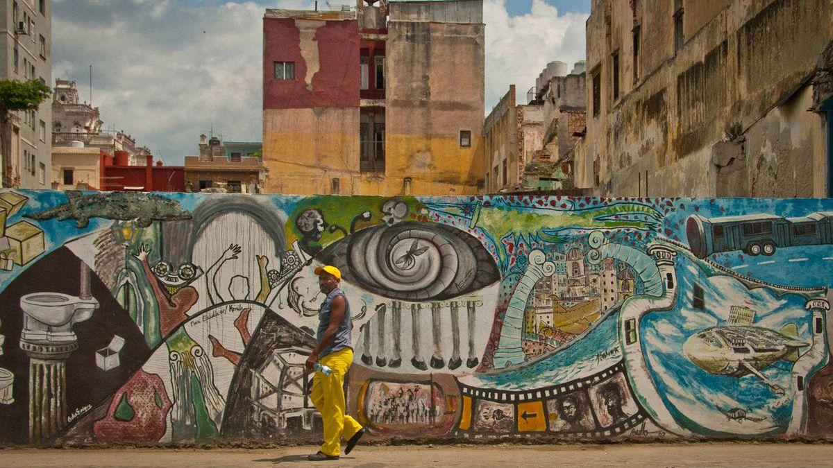 David Zimmerly photo: Street art along the Prado, Old Town Havana, Cuba - 4 April 2011 - Havana street art is quite vibrant and exciting. Nikon D200, 27mm, (Nikon 18-200 mm lens), ISO 200, 1/2000 sec at f/8.0