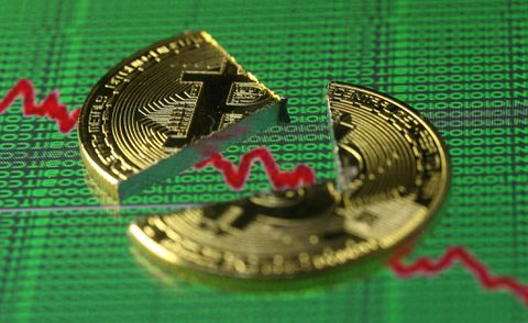 Bitcoin dives below $10000 with a 50% decrease in value