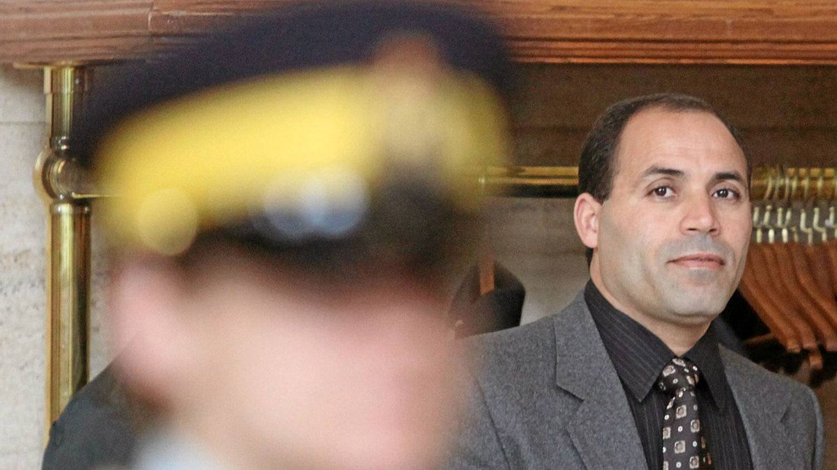 Mohamed Harkat waits to appear in Federal Court for proceedings related to federal attempt to deport him to Algeria under a national security certificate in Ottawa, Tuesday June 2 , 2009.