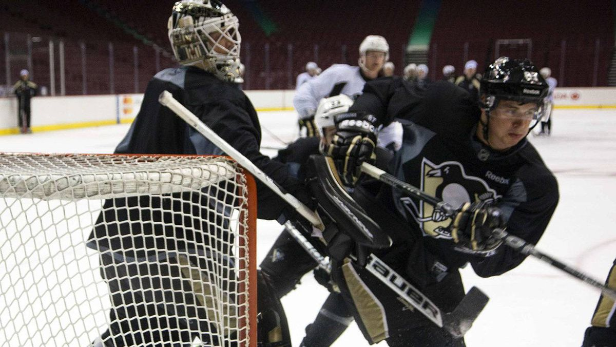Pittsburgh Penguins' Sidney Crosby (R) takes part in a team practice in Vancouver, British Columbia October 5, 2011. The team was preparing for their game against the Vancouver Canucks to start the NHL hockey season October 6. Crosby is not expected to play. REUTERS/Andy Clark