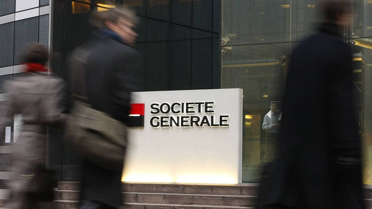 The entrance to the headquarters of French bank Societe Generale is seen in La Defense, outside Paris, January 30, 2008.
