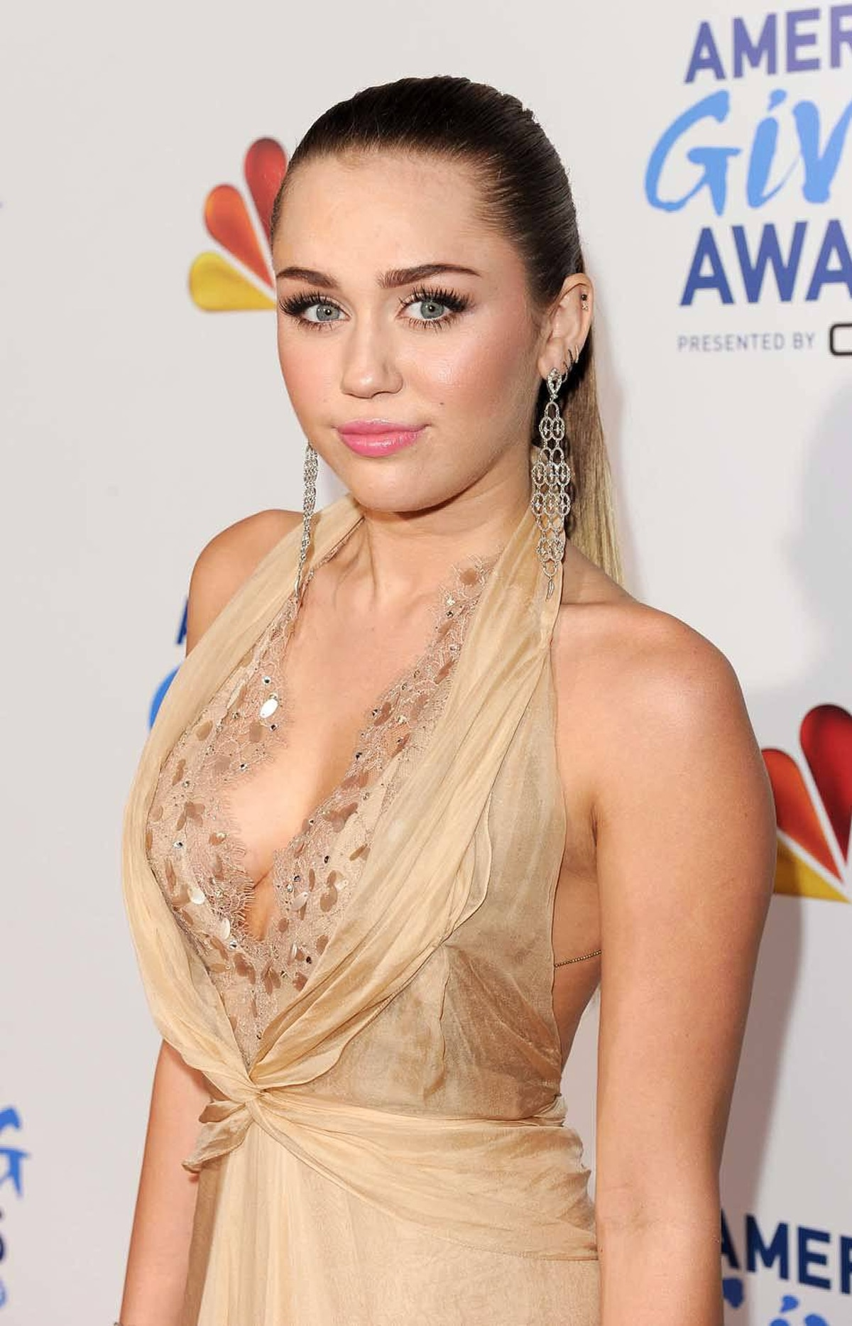 Actress/singer Miley Cyrus is a very giving American at the American Giving Awards in Los Angeles last week.