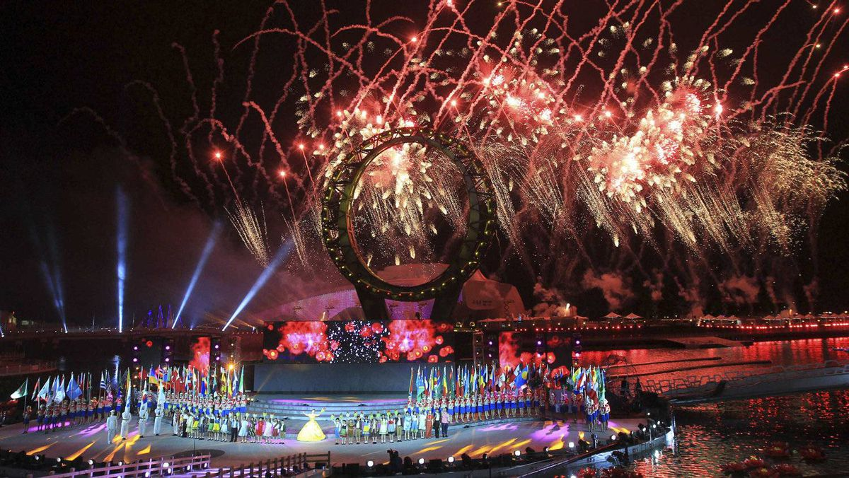 Fireworks explode during the opening ceremony for the 2012 World Expo in Yeosu, South Korea, May 11, 2012.