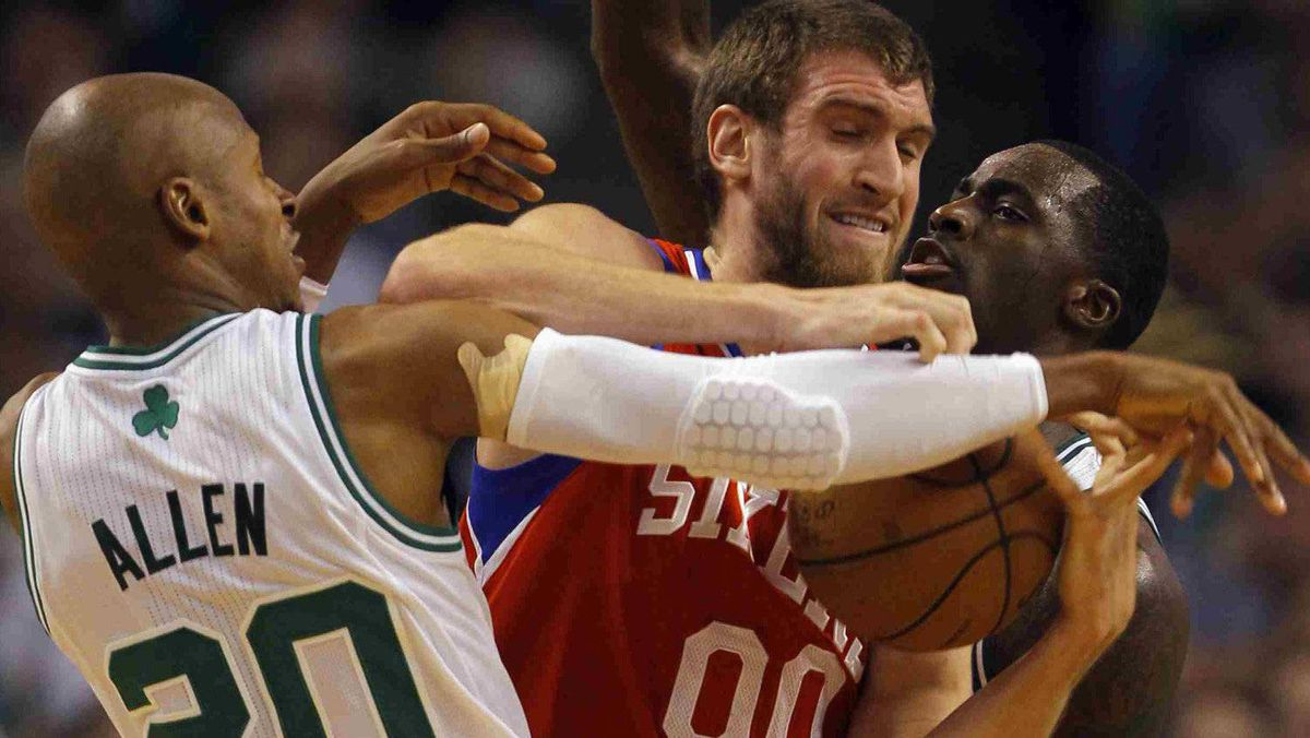 Philadelphia 76ers forward Spencer Hawes (C) tries to hold onto the ball between Boston Celtics guard Ray Allen (20) and Celtics forward Brandon Bass during the second quarter of Game 5 of their NBA Eastern Conference playoff series in Boston, Massachusetts May 21, 2012. REUTERS/Brian Snyder