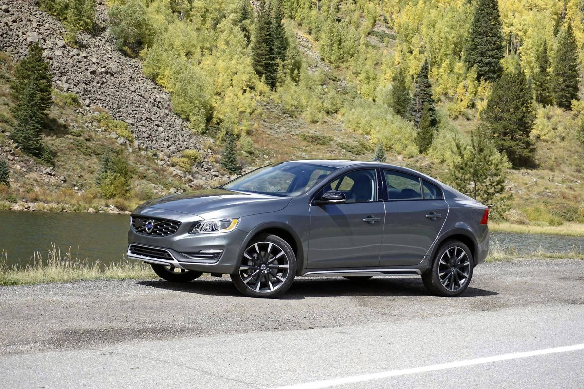 review 2017 volvo s60 cross country is a bizarrely likeable sport utility sedan the. Black Bedroom Furniture Sets. Home Design Ideas