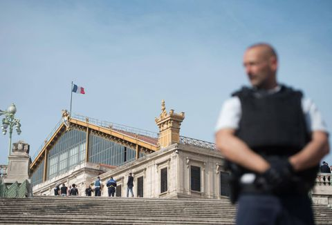France arrests 5 after explosives found in chic Paris area