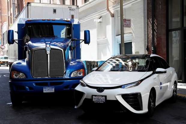 A Toyota Hydrogen Fuel Cell Semi Truck Parks Next To Mirai One Of Three Fcvs Coming Canada This Year