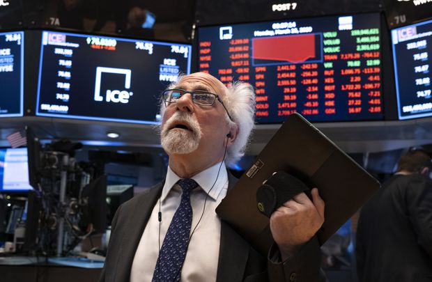 U.S.  stocks whipsawed after Washington reaches historic rescue deal